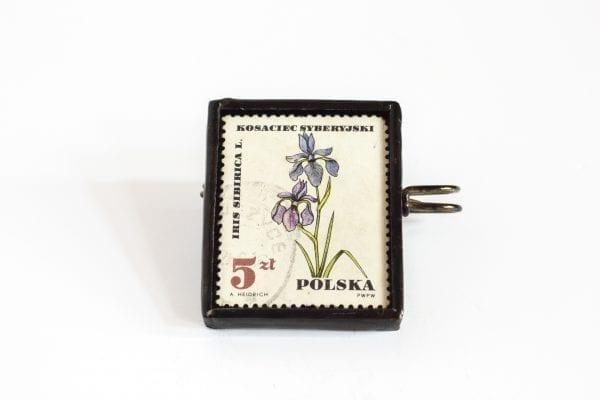 Dzikie Twory - broszka ze znaczkiem pocztowym kosaciec syberyjski