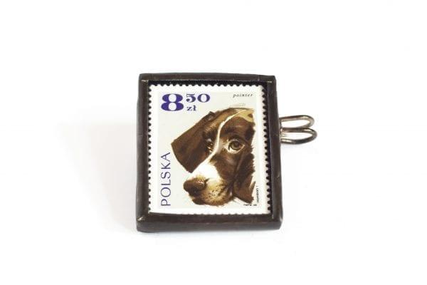 Dzikie Twory - broszka ze znaczkiem pocztowym pointer