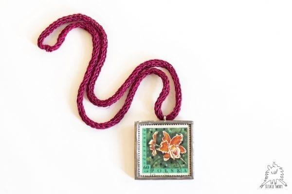 Dzikie Twory - naszyjnik ze znaczkiem pocztowym Odontonia
