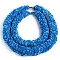 Dzikie Twory - naszyjniki puchatki w kolorze niebieskim