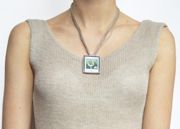 Dzikie Twory - długość naszyjnika ze znaczkiem pocztowym otis