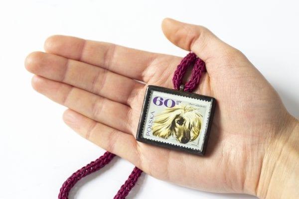 Dzikie Twory - wielkość naszyjnika ze znaczkiem pocztowym chart afgański