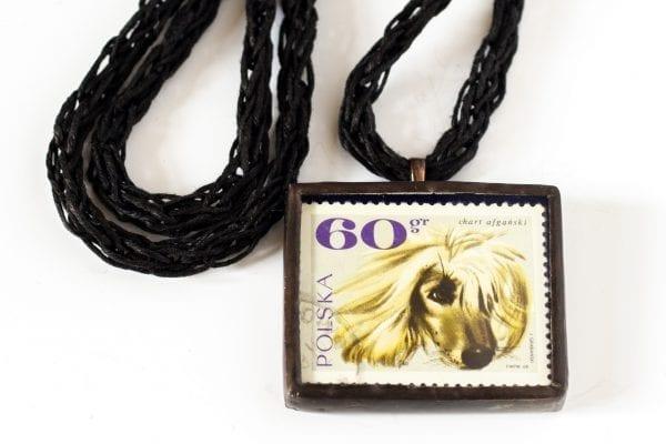 Dzikie Twory naszyjnik ze znaczkiem pocztowym z 1969 roku - pies chart afgański