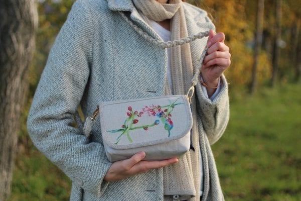 Dzikie Twory - mała torebka z lnu i jasnoszarej Washpapy - paw wśród gałęzi