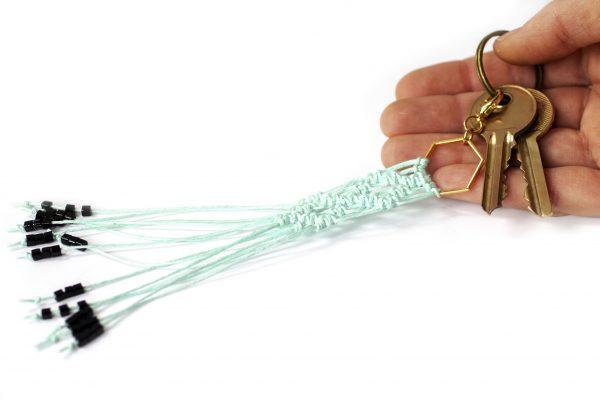 Dzikie Twory - makramowa zawieszka do kluczy lub torebki, w kolorze miętowy,seledynowym